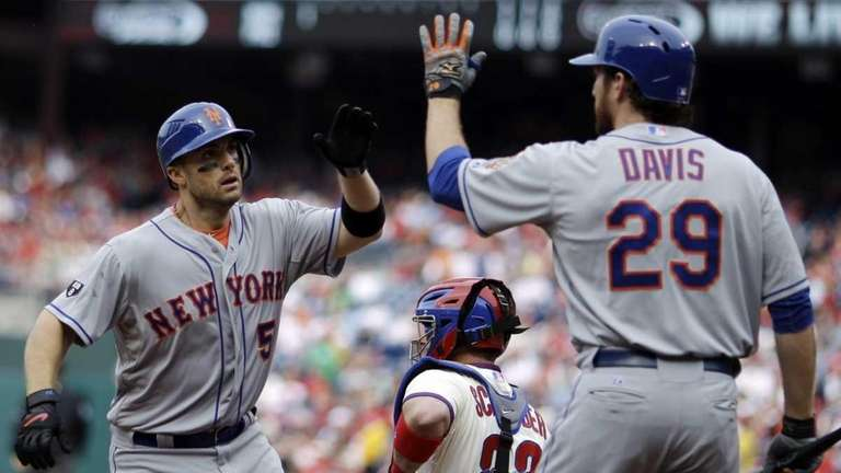 Mets' David Wright, left, and Ike Davis, right,