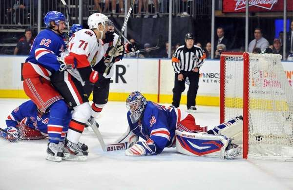 Nick Foligno of the Senators beats Henrik Lundqvist