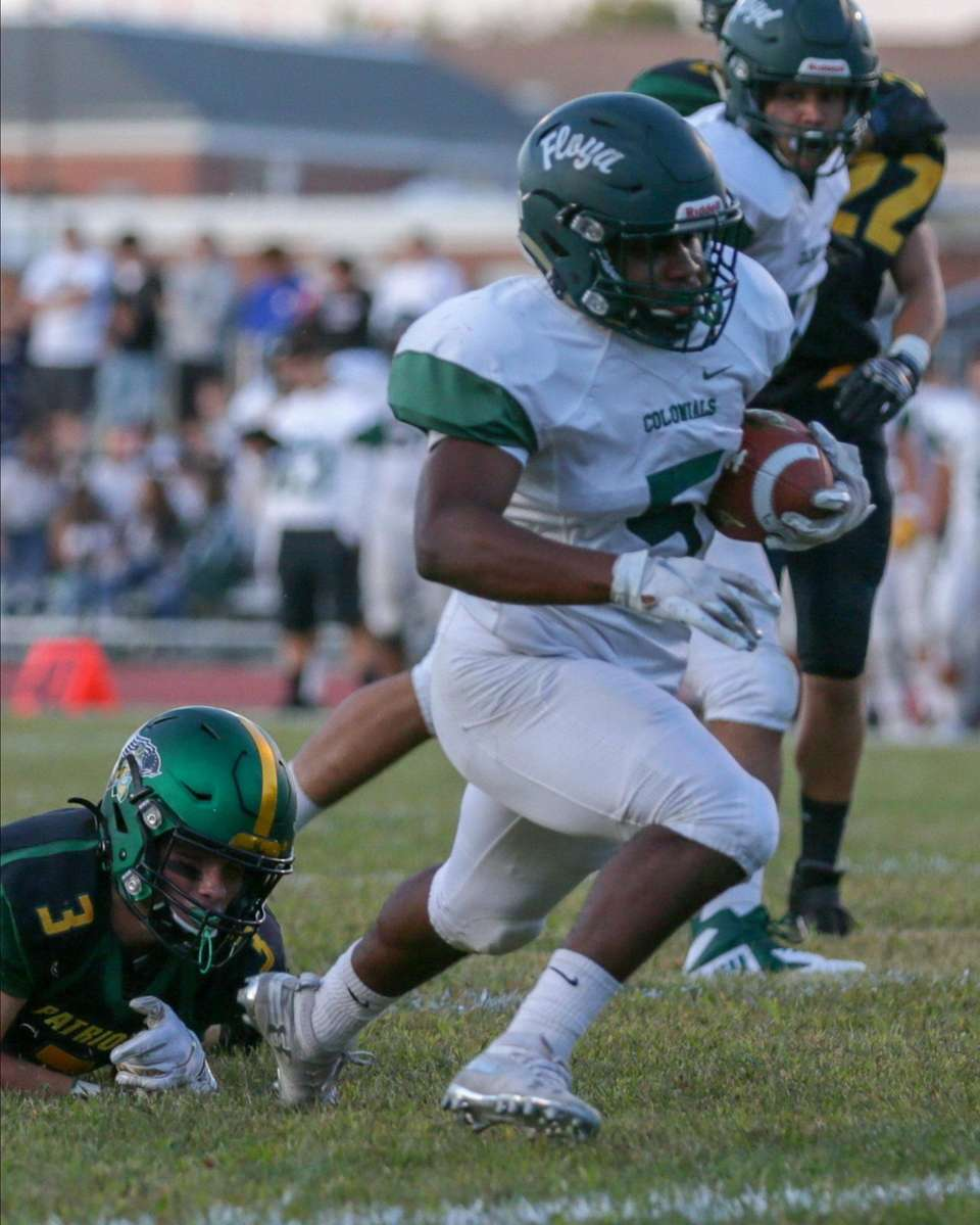 William Floyd's Jezayd Hall #5 breaks a tackle