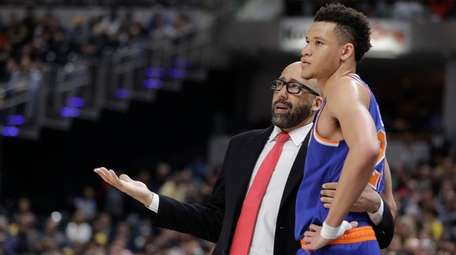 New York Knicks coach David Fizdale talks with