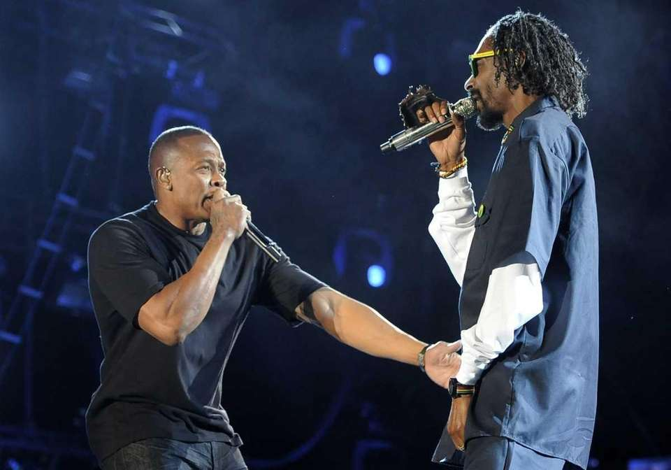 Dr. Dre, left, and Snoop Dogg perform together