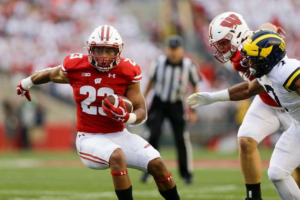 Wisconsin running back Jonathan Taylor runs against Michigan