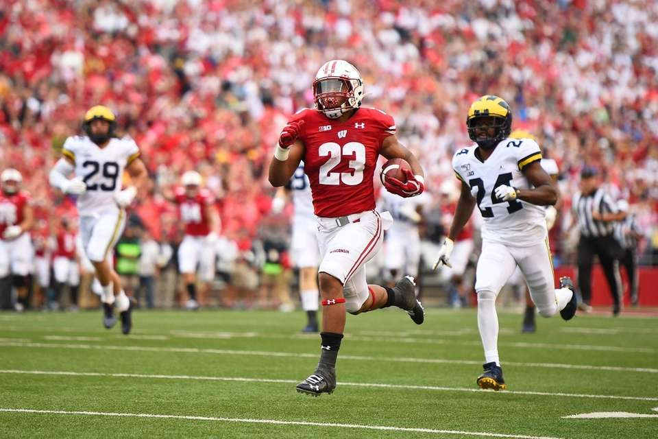 Jonathan Taylor #23 of the Wisconsin Badgers rushes