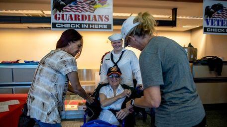 Korean War veteran Jean Littman arrives at MacArthur