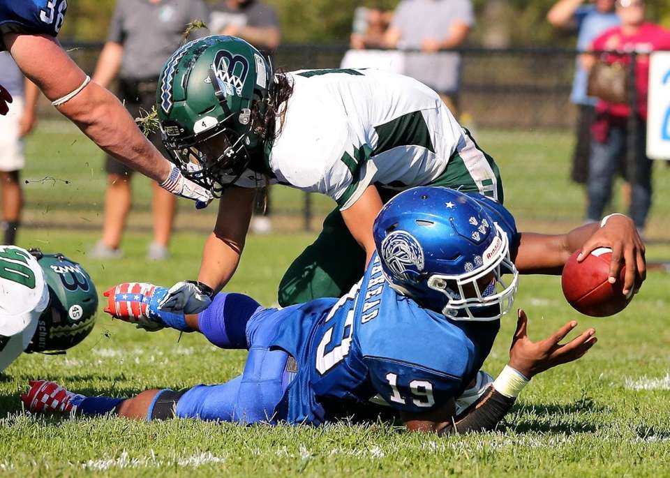 Riverhead RB Albert Daniels dives in from the