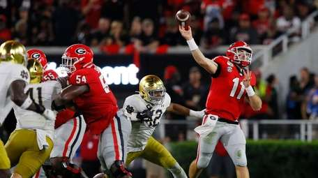 Jake Fromm #11 of the Georgia Bulldogs throws