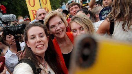 Democratic presidential candidate Sen. Elizabeth Warren, D-Mass., poses