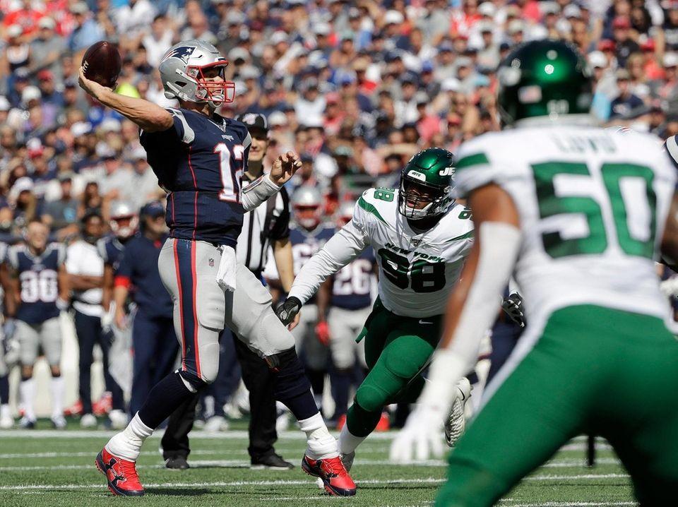 Patriots quarterback Tom Brady prepares to throw a