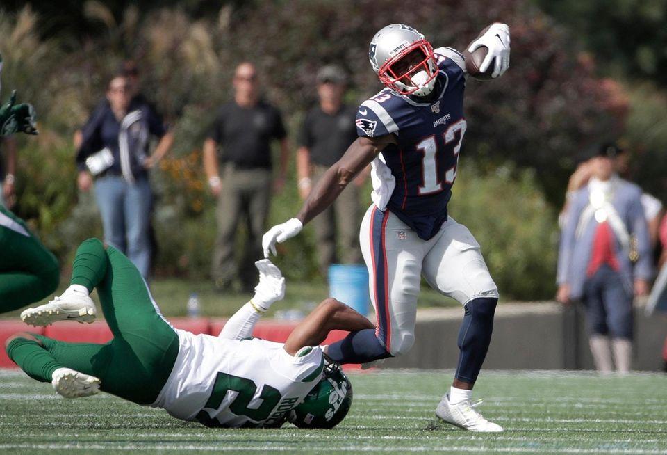 Jets cornerback Darryl Roberts, left, tackles Patriots wide