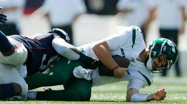 Patriots outside linebacker Jamie Collins sacks Jets quarterback