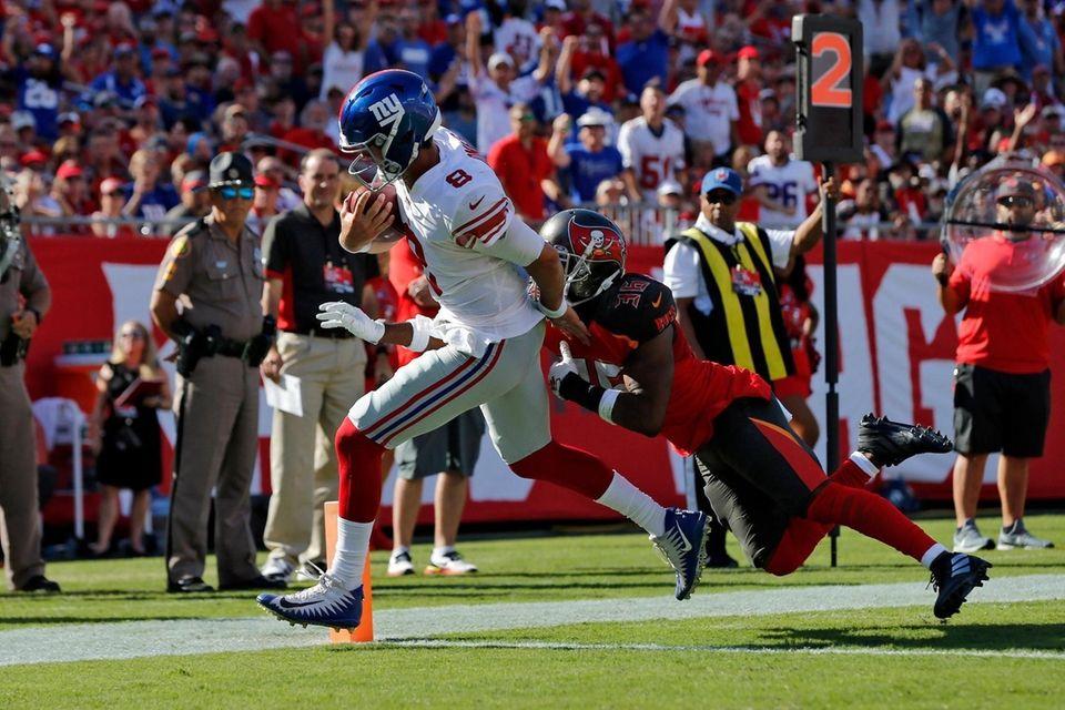 Giants quarterback Daniel Jones beats Tampa Bay Buccaneers