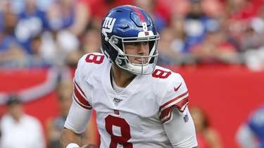 Quarterback Daniel Jones of the Giants rolls out