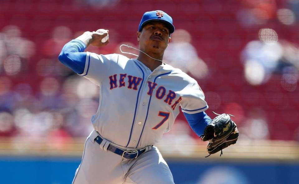 Mets starting pitcher Marcus Stroman throws against the
