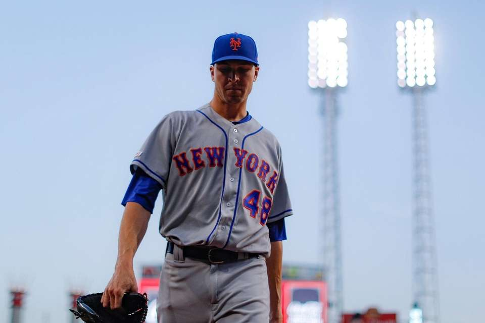 Mets starting pitcher Jacob deGrom walks back to