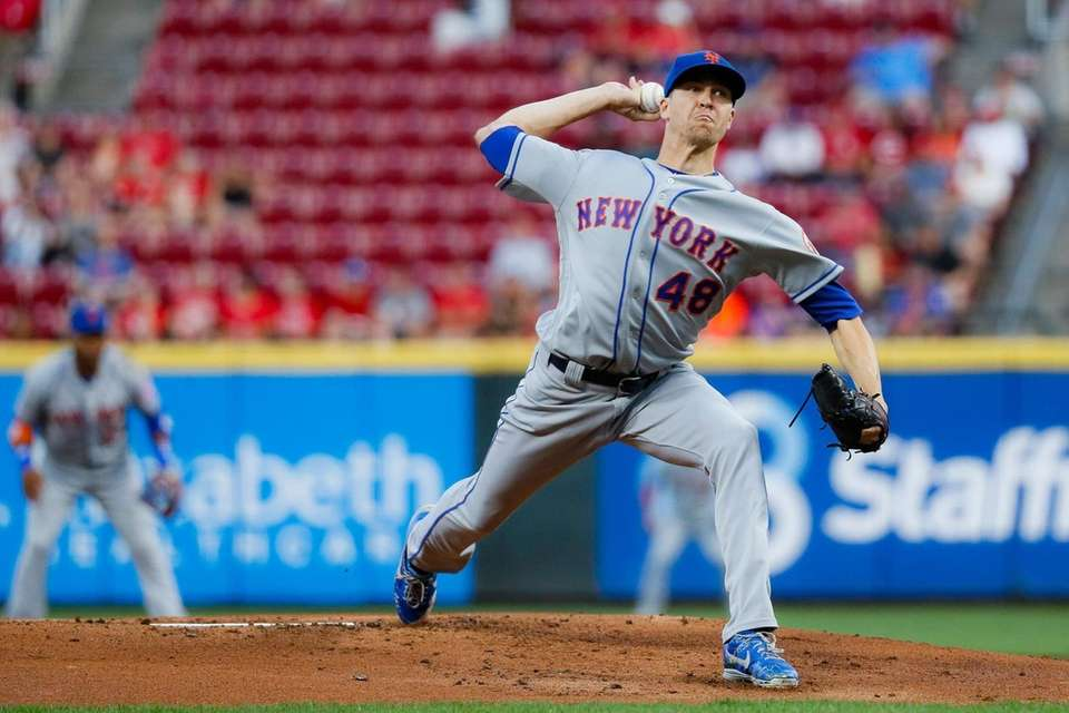 Mets starting pitcher Jacob deGrom throws in the