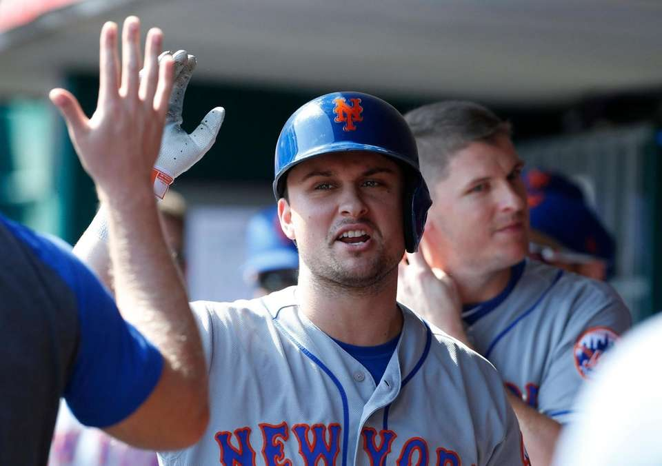 The Mets' J.D. Davis, center, is congratulated in