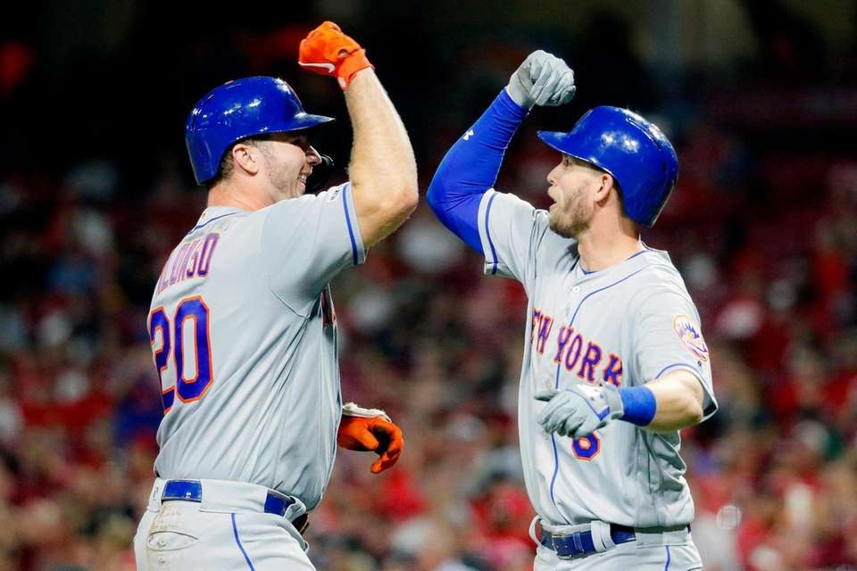 The Mets' Pete Alonso, left, celebrates with Jeff