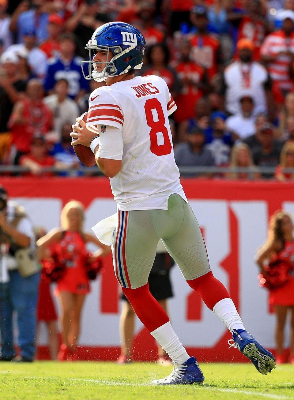 Daniel Jones of the Giants passes during a