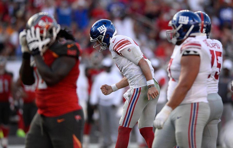 New York Giants quarterback Daniel Jones pumps his
