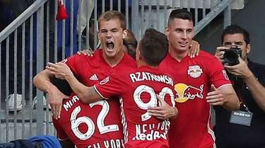 The Red Bulls celebrate afters forward Tom Barlow