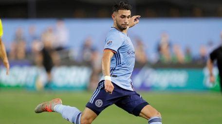 New York City FC midfielder Valentin Castellanos sets