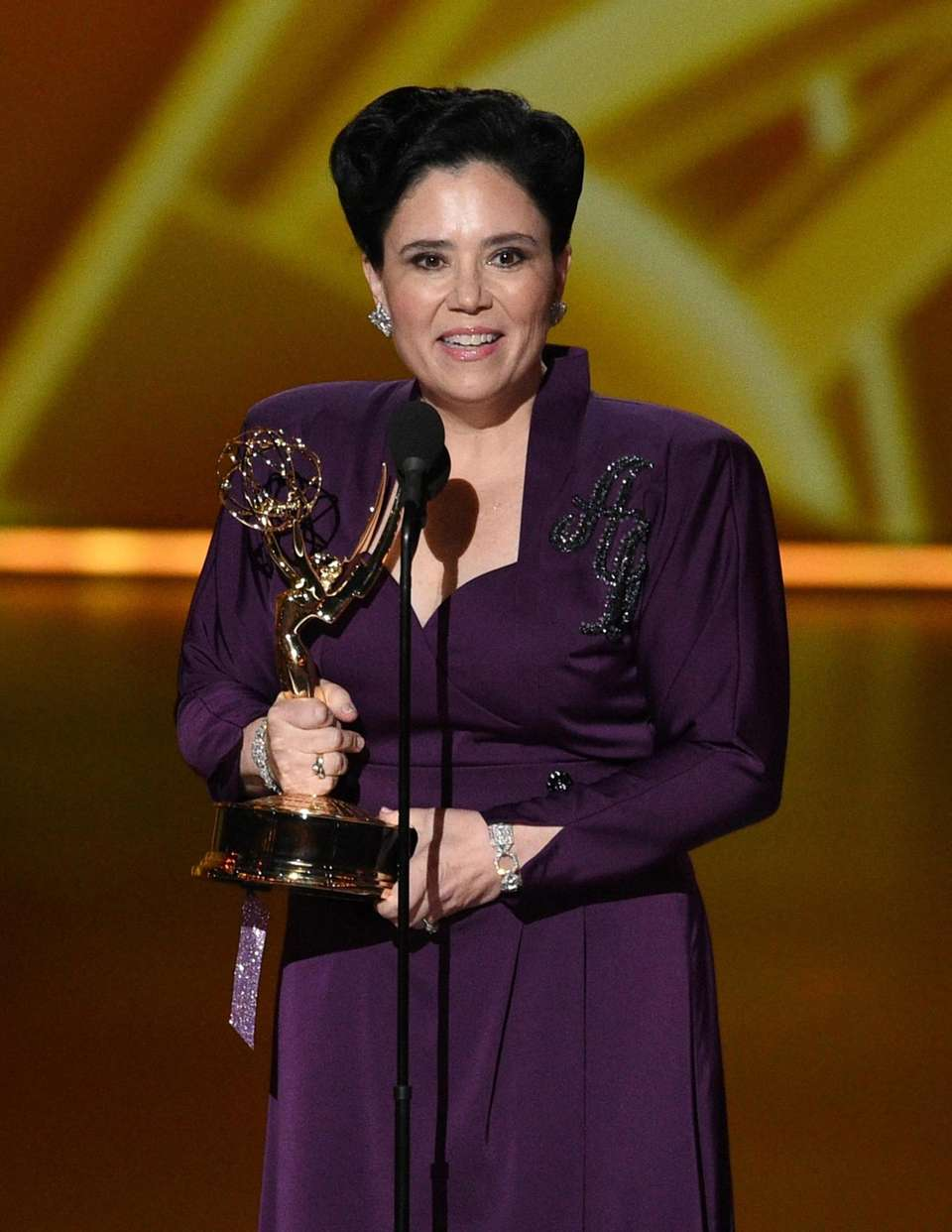 Alex Borstein accepts the award for outstanding supporting