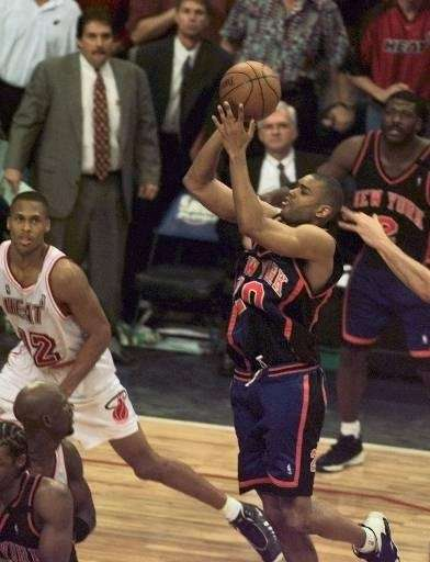 New York Knicks guard Allan Houston goes up