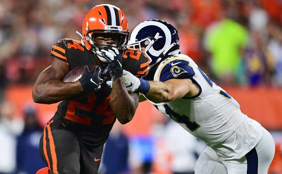 Cleveland Browns running back Nick Chubb rushes against