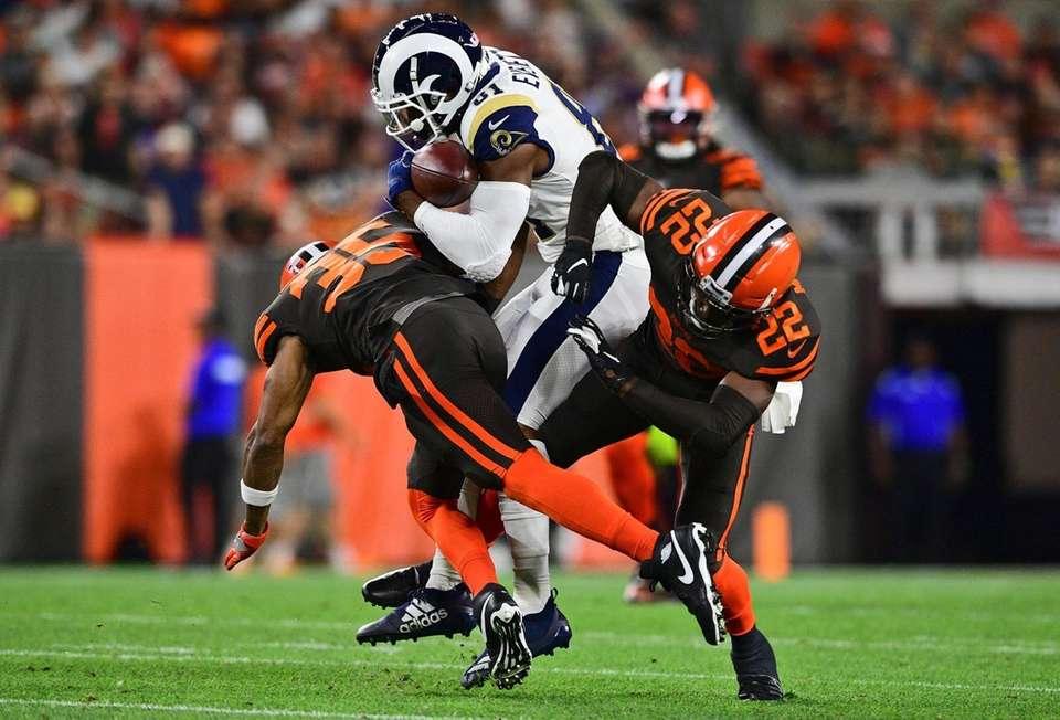 Los Angeles Rams tight end Gerald Everett runs