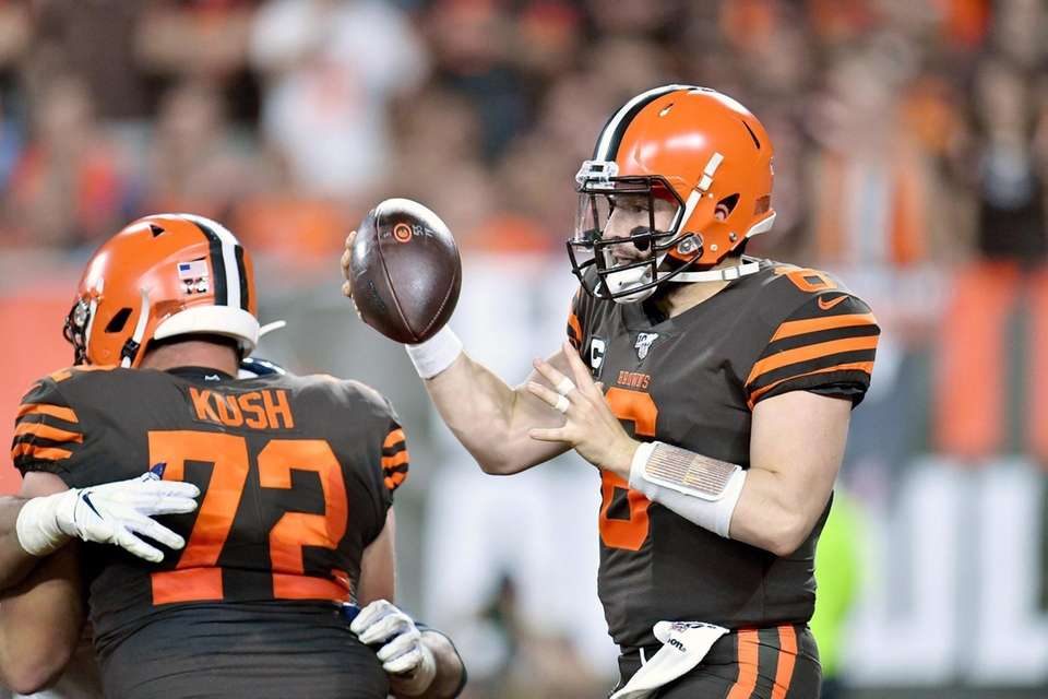 Quarterback Baker Mayfield of the Cleveland Browns tries