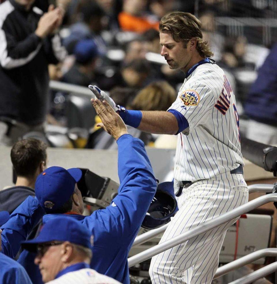 Kirk Nieuwenhuis of the Mets celebrates his fifth