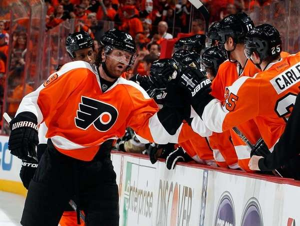 Scott Hartnell of the Philadelphia Flyers celebrates his