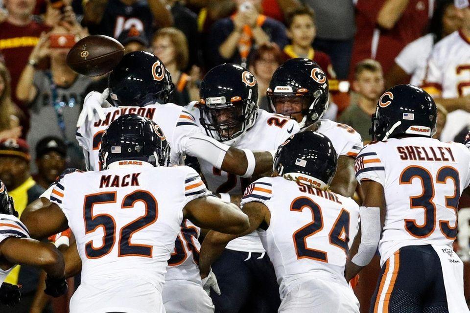 Chicago Bears strong safety Ha Ha Clinton-Dix center,