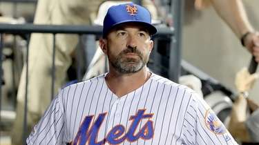 Mets manager Mickey Callaway in the dugout before
