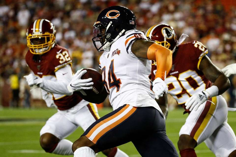 Chicago Bears wide receiver Cordarrelle Patterson runs with