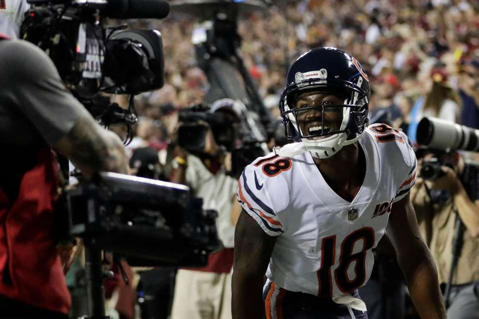 Chicago Bears wide receiver Taylor Gabriel celebrates his