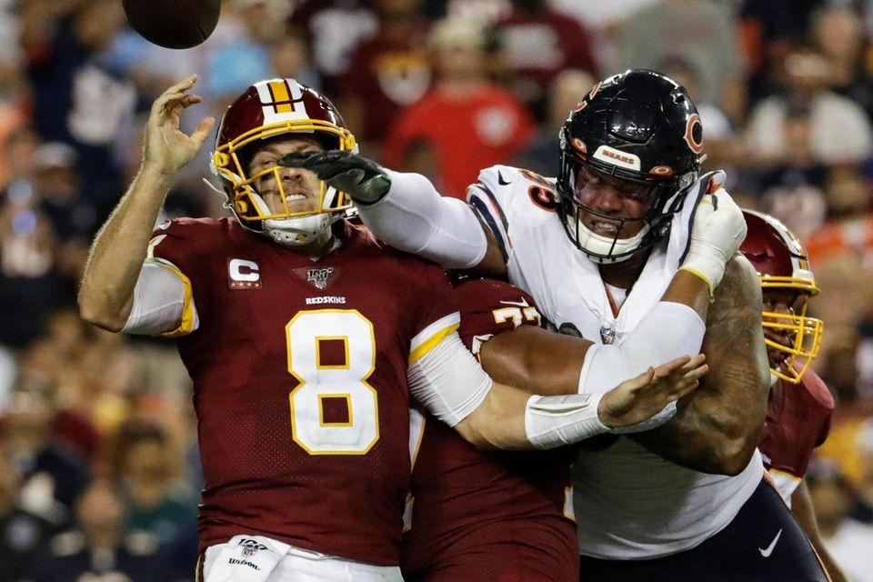 Chicago Bears outside linebacker Khalil Mack hits Washington