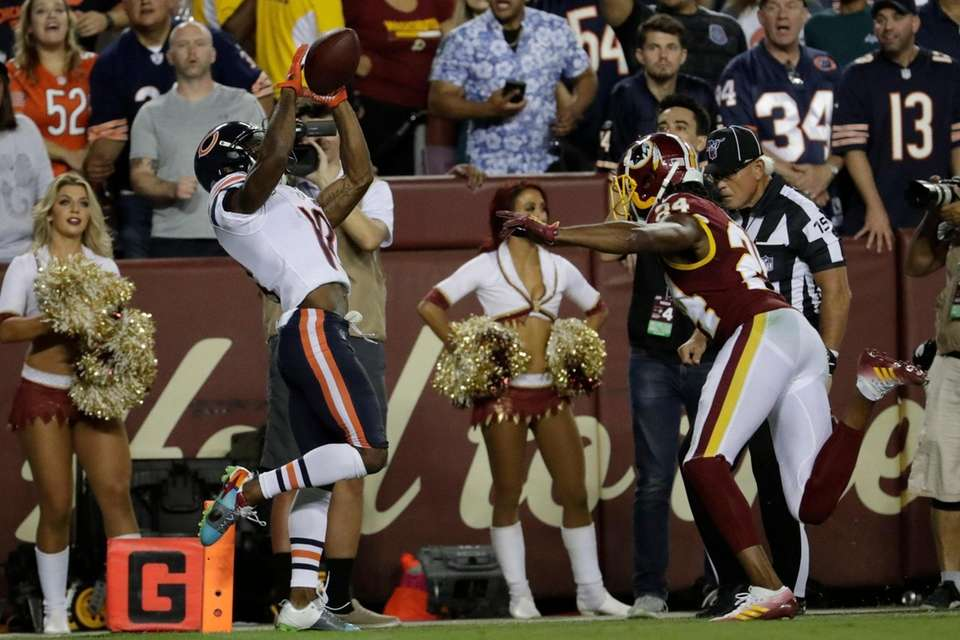 Chicago Bears wide receiver Taylor Gabriel catches a