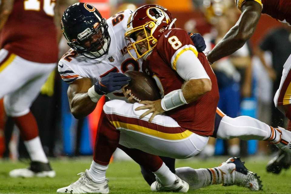 Chicago Bears linebacker Khalil Mack hits Washington Redskins