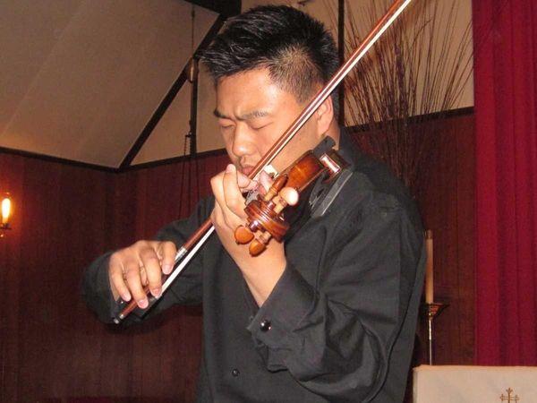 World-renowned violinist Simon Hu plays the violin at