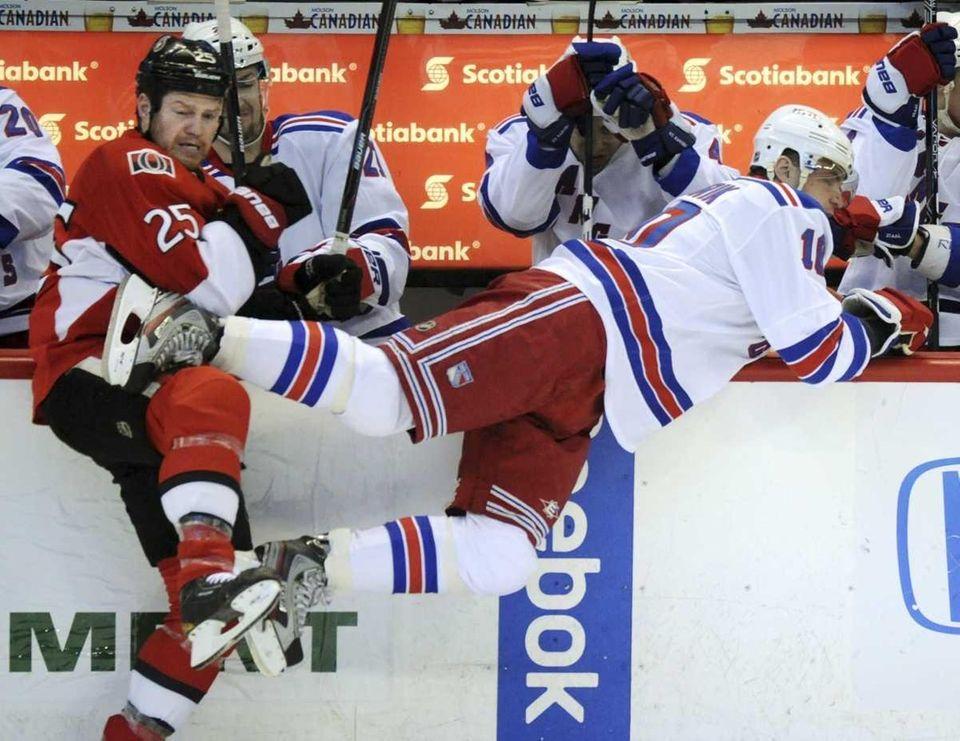 Ottawa Senators right wing Chris Neil (25) checks