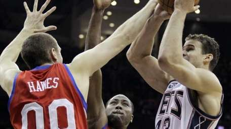 New Jersey Nets' Kris Humphries (43) goes up