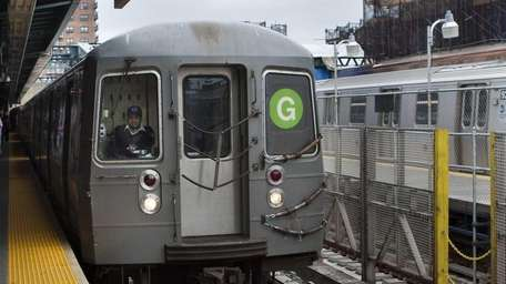 A G train approaches the 4th Ave/9th Street