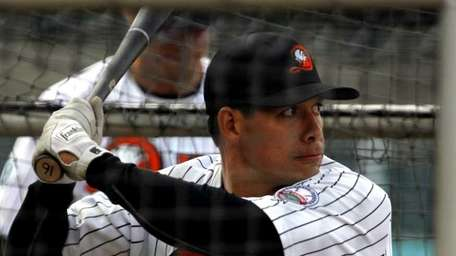 Ducks infielder Ray Navarrete (16). (April 25, 2012)