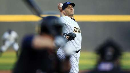 New York Yankees pitcher Andy Pettitte delivers in