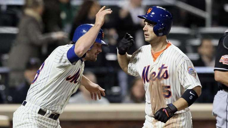 David Wright celebrates his sixth-inning two-run home run