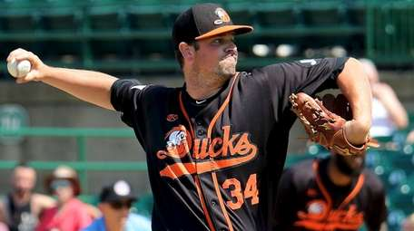 Ducks relief pitcher Vin Mazzaro delivers a pitch