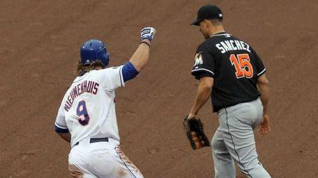 Kirk Nieuwenhuis #9 of the New York Mets