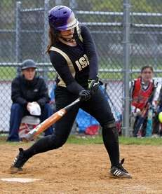 Islip's Savanna Juengerkes #21 drives the pitch deep