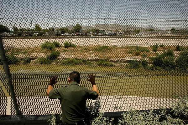 A U.S. Border Patrol agent scans the Rio